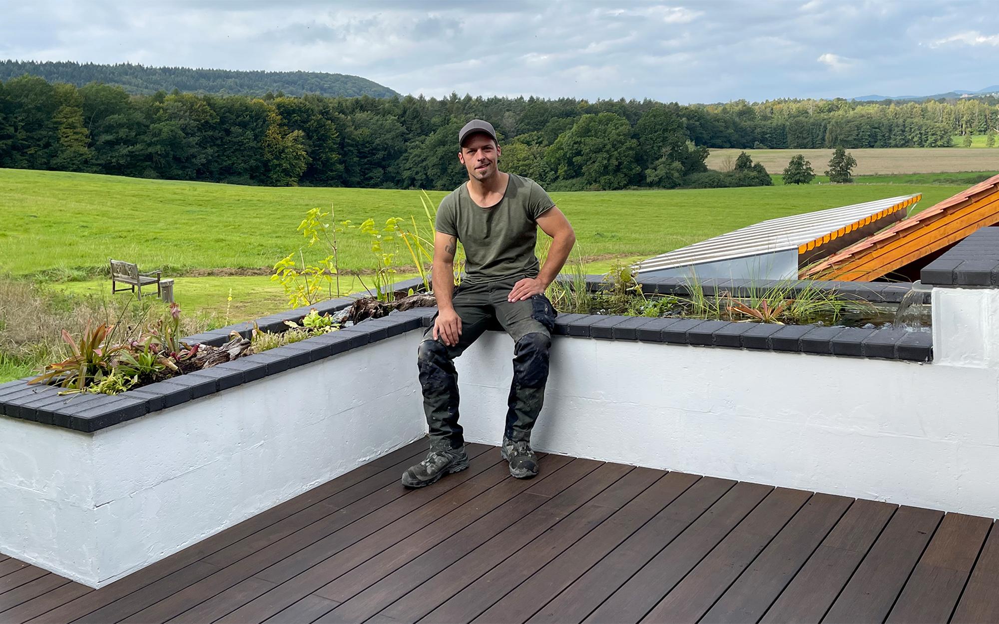 Die Terrasse des Gaertnermeisters Christian Tegthoff schmueckt ein Wasserspiel
